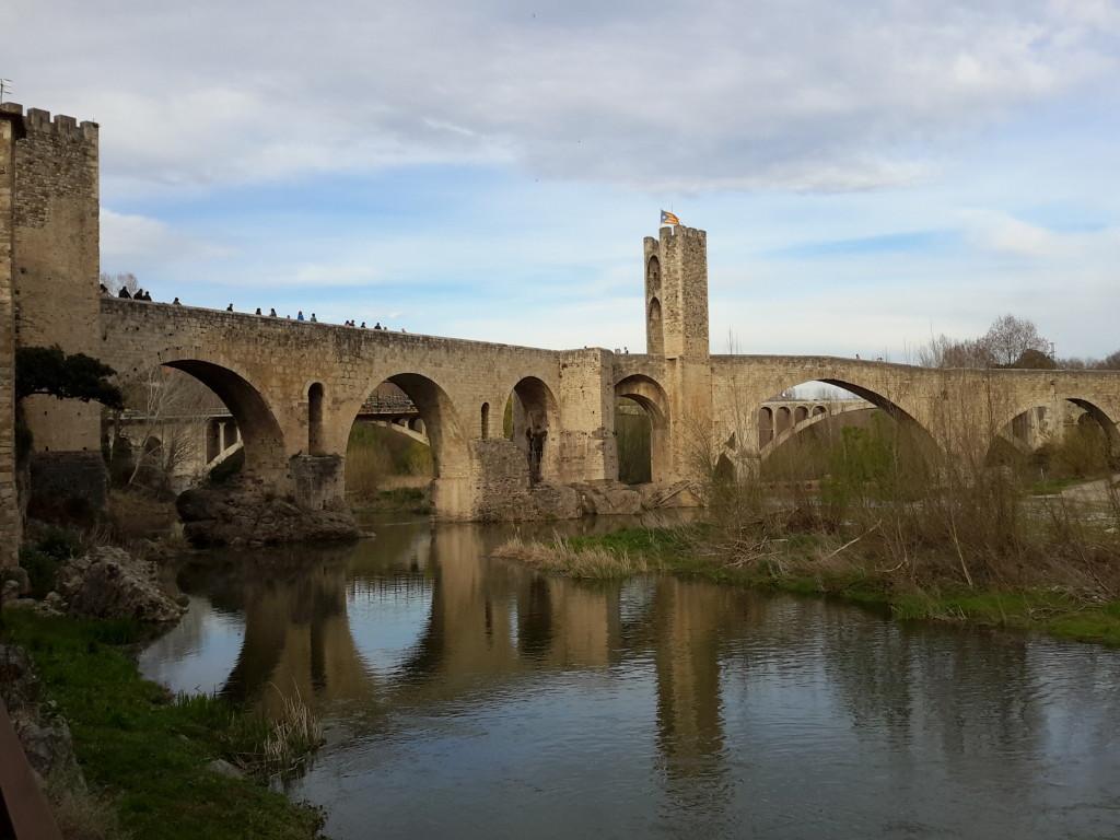Puente románico de Besalú, Girona.