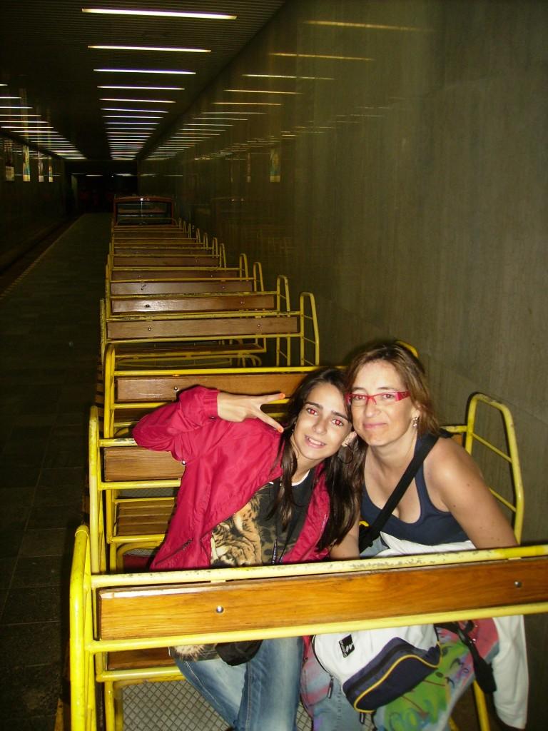 Tren que te lleva al interior de las Cuevas de Postojna, en Eslovenia.
