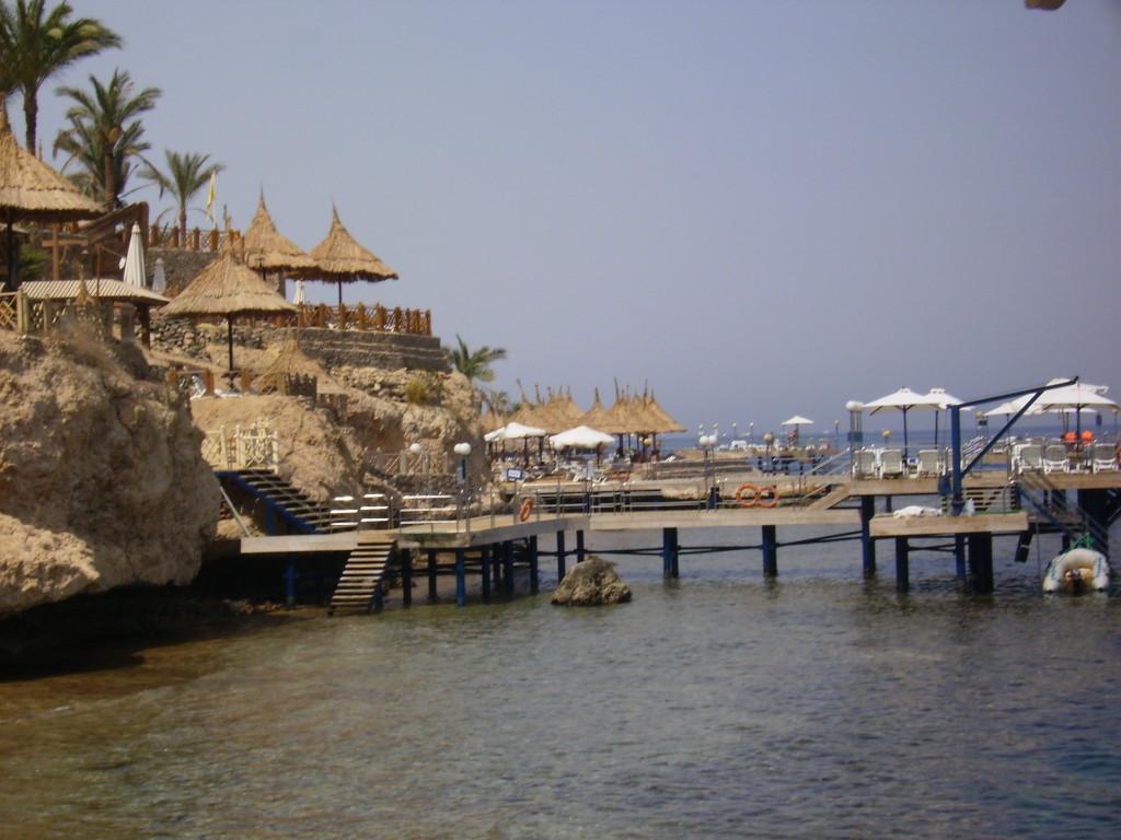 Acceso al mar en el Hotel Marítim Jolie Ville Golf Resort