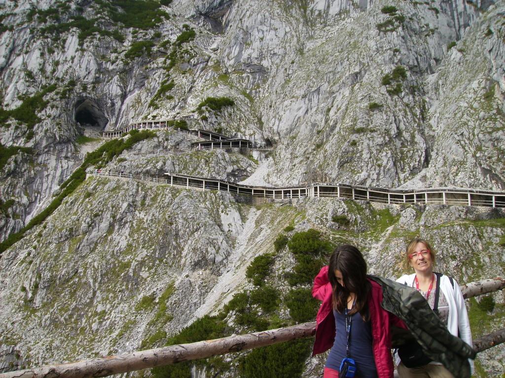 Ruta que hay que hacer andando hasta la Cueva de Hielo de Eisriesenwelt, Austria.