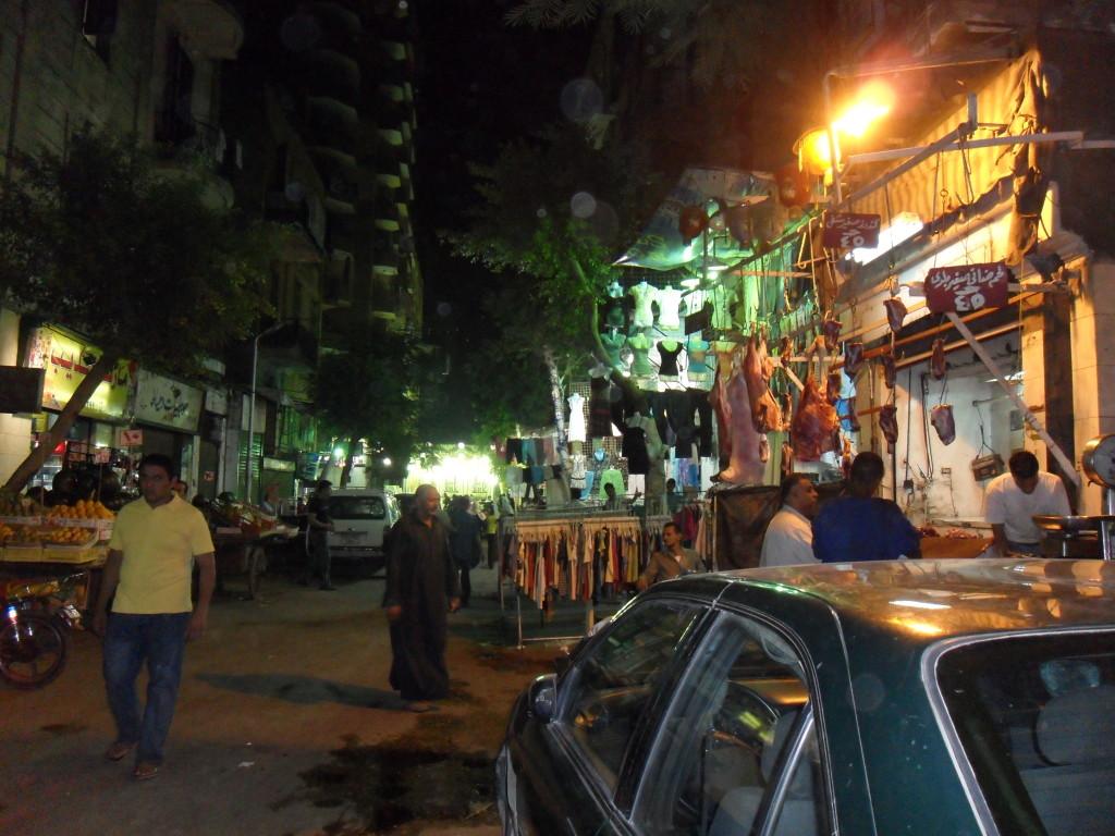 Ambiente nocturno de El Cairo.