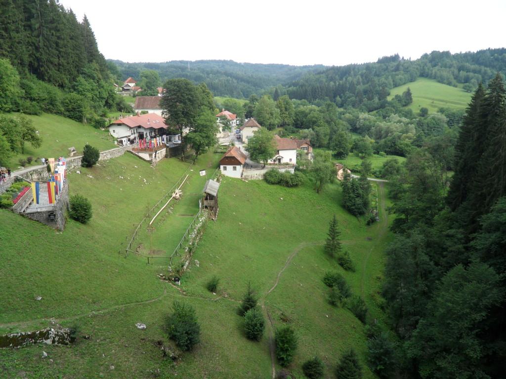 Vistas desde el Castillo de Predjama, en Postojna, Eslovenia.