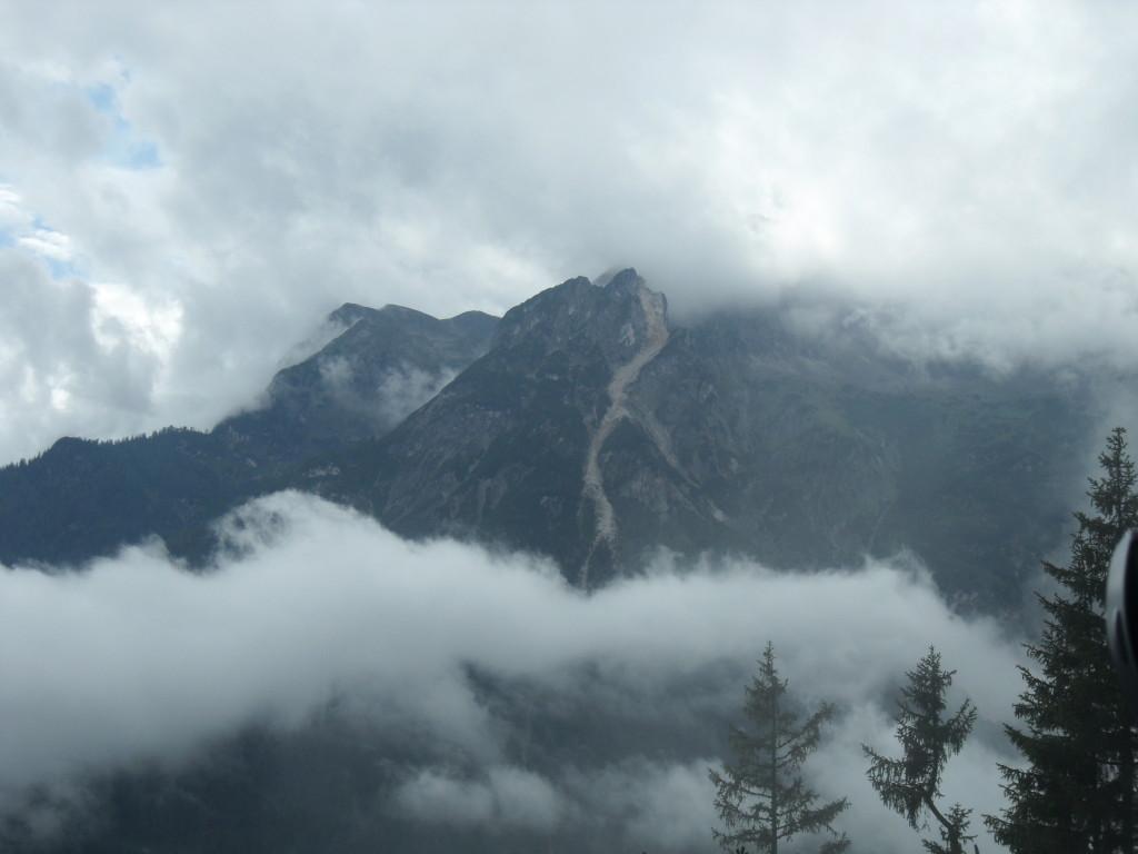 Ruta andando hacia la Cueva de Hielo de Eisriesenwelt, Austria.