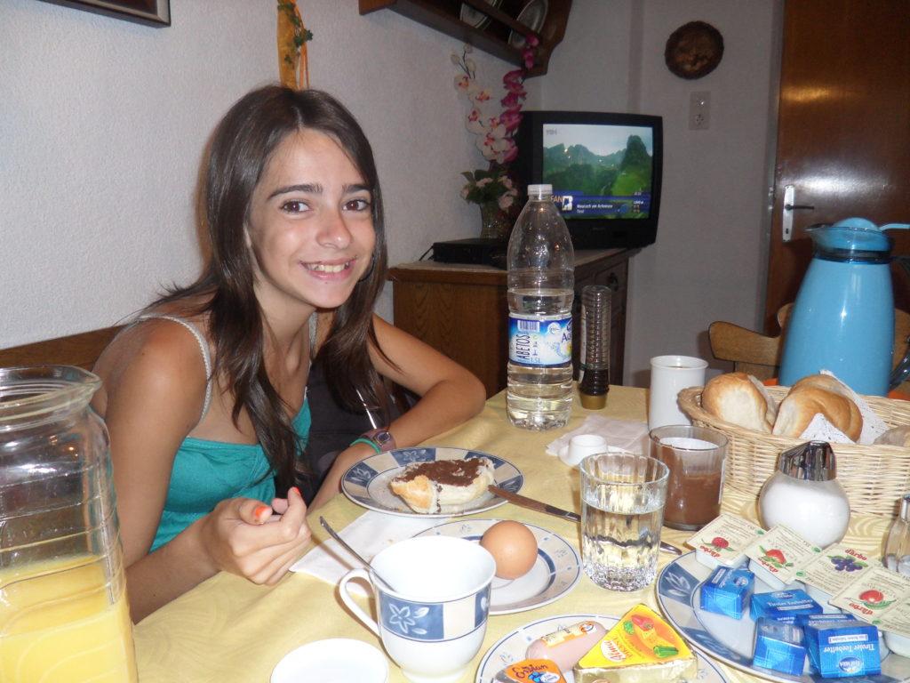 Desayunando en nuestra casita de Wenns...