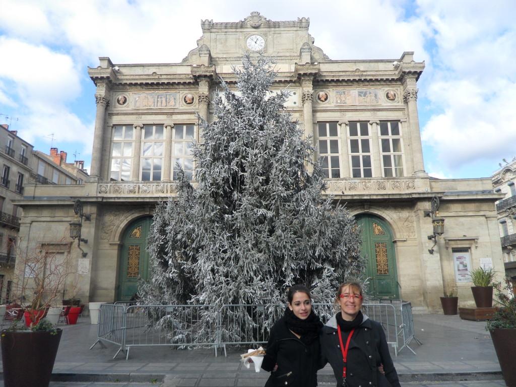 Paseando por el casco antiguo de Beziers, con los adornos navideños.