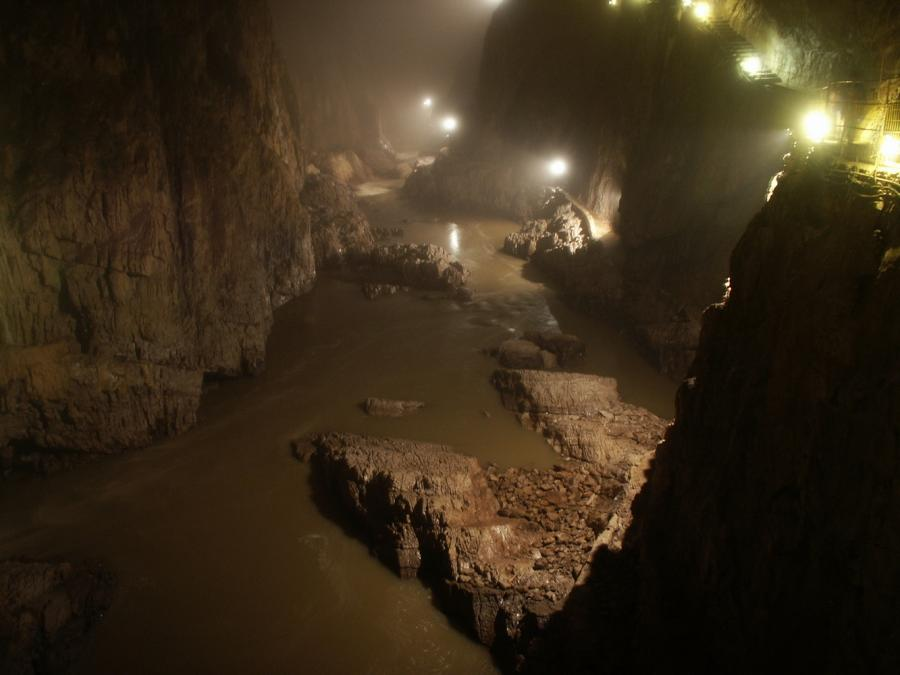 Interior de las Cuevas de Skocjan.