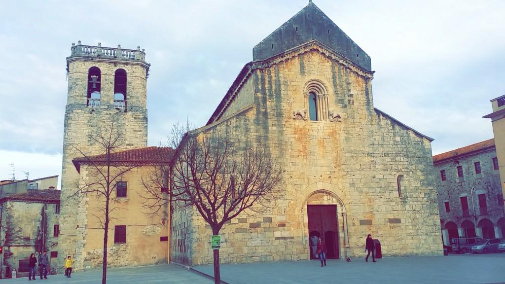 Plaza Mayor de Besalú, Girona.