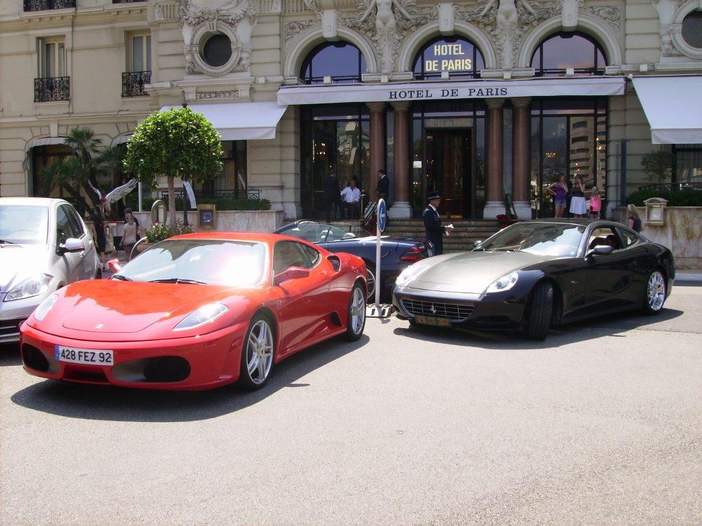 Hotel de Paris, al lado del Casino de Montecarlo.