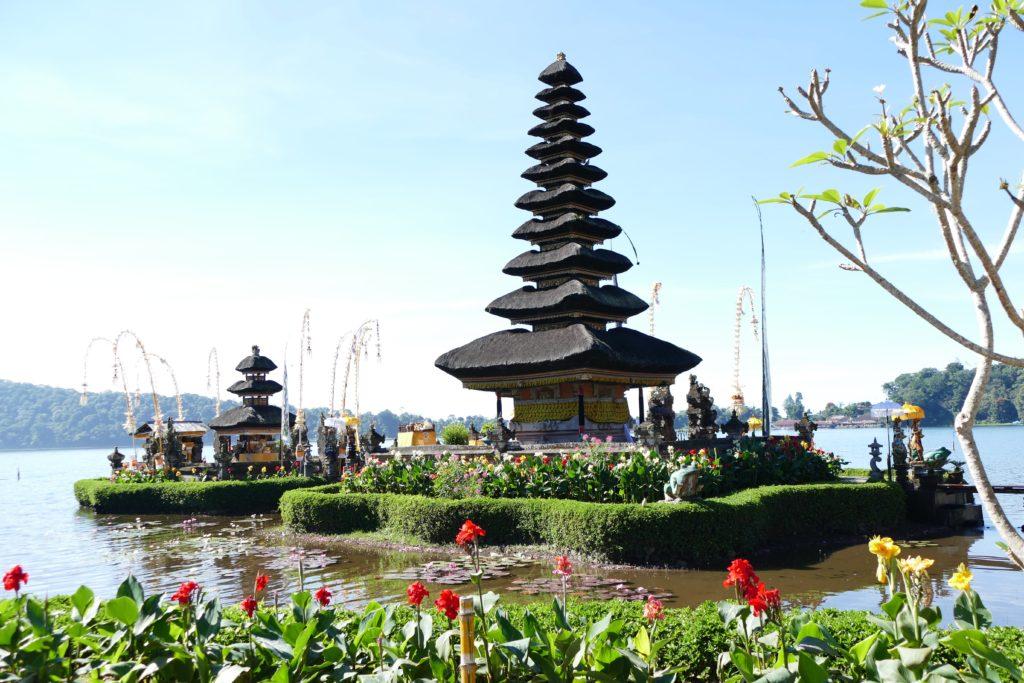Templo Pura Ulun Danu Beratan, el Templo del Lago, Bali, Indonesia.