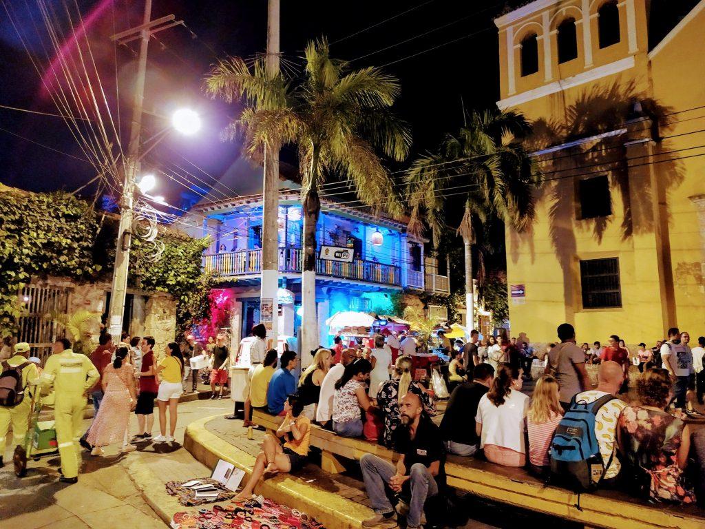Ambiente nocturno en Cartagena, Colombia.