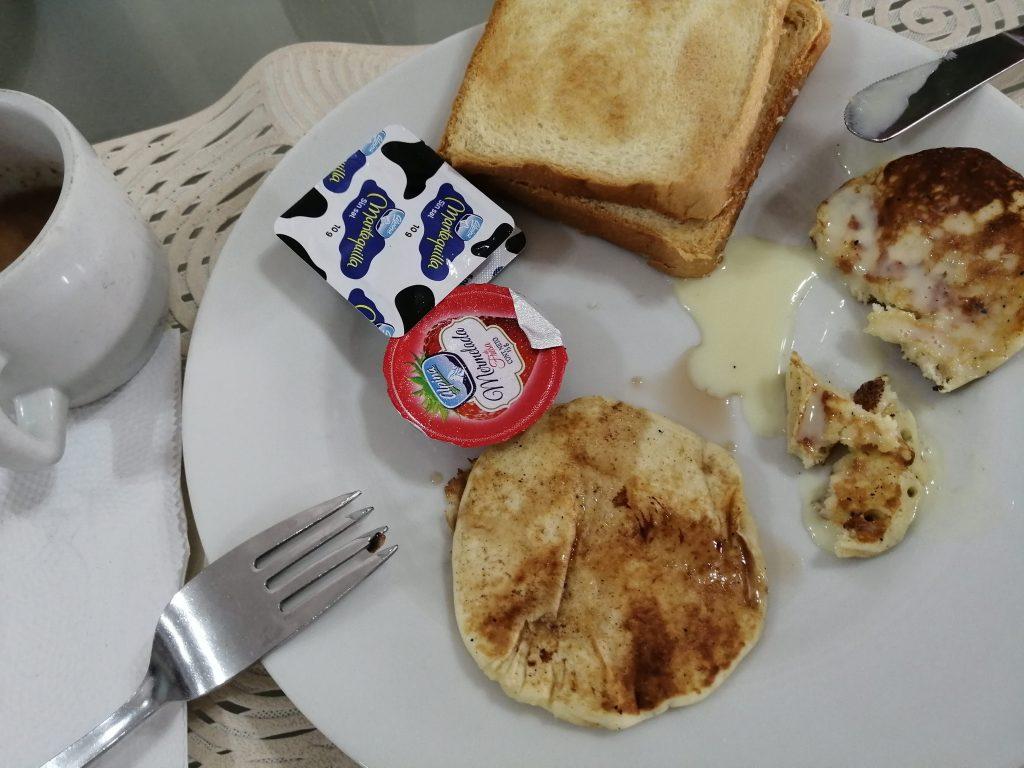 Desayuno en el Hotel San Felipe, Cartagena.